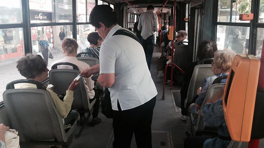 През почивните дни автобуси заменят тролеите